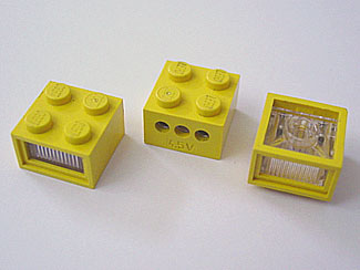 LEGO PART 08010DC01 ELECTRIC LIGHT BRICK 2 X 2 WITH TRANS CLEAR DIFFUSER